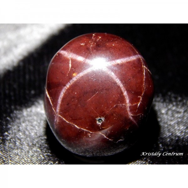 Csillag gránát (almandin) marokkő